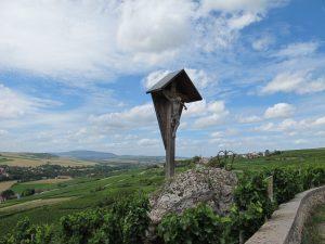 Die Weinlage Schwarzer Herrgott im Zellertal ist nach einem Kreuz benannt.